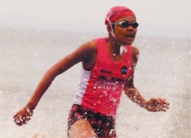 毎年、ライフセービングの大会に参加。今年はビーチフラッグスで3位に入賞